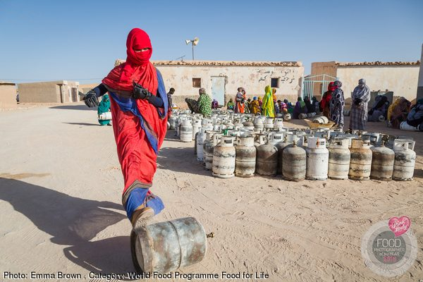 Gas ration day for the diara of Farsia, Smara Refugee Camp. Algeria.